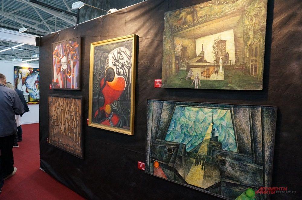 Художник Юрий Лапшин представил большую экспозицию из живописных и графических произведений, скульптуры и эскизов.