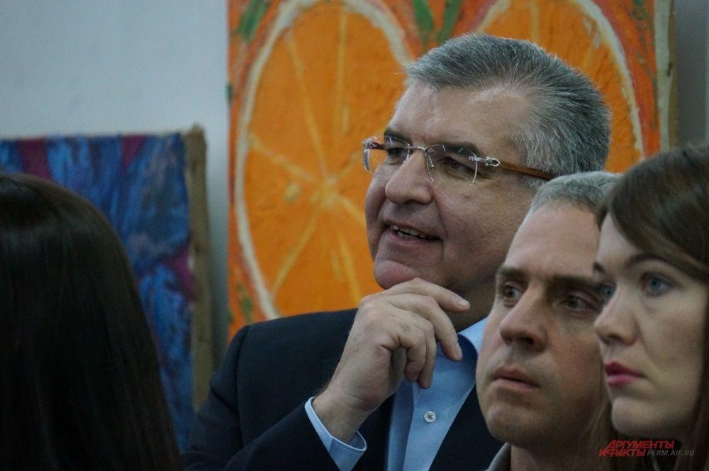Игорь Сапко также побывал на открытии салона.