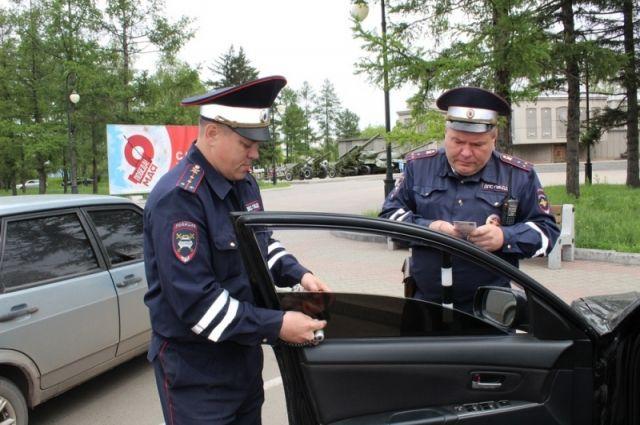 Попавшие на пленку полицейский