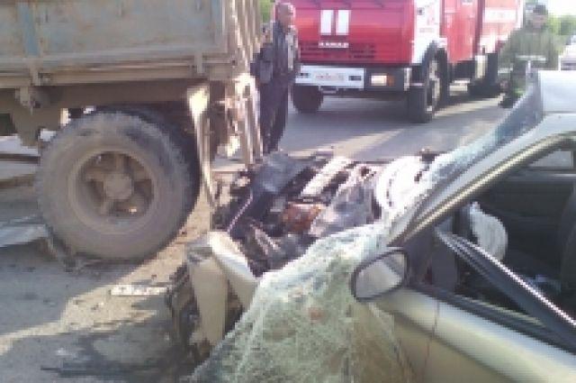 В Новотроицке в ДТП с «Chevrolet» и «КамАЗом» серьезно пострадал человек