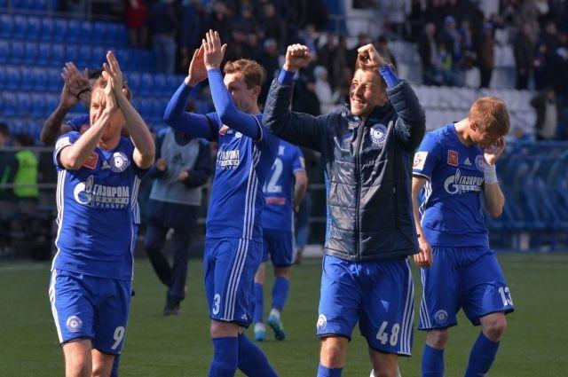 Оренбургские болельщики надеются, что любимый клуб вернется в РПФЛ.