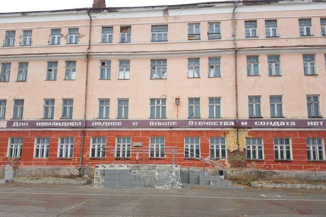 Здание бывшего училища связи осенью 2016 года.