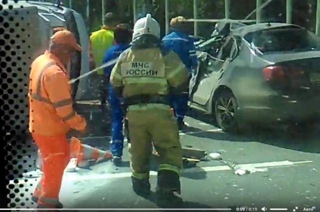 Натрассе Пермь-Краснокамск иностранная машина влетела в«Газель» уличных рабочих