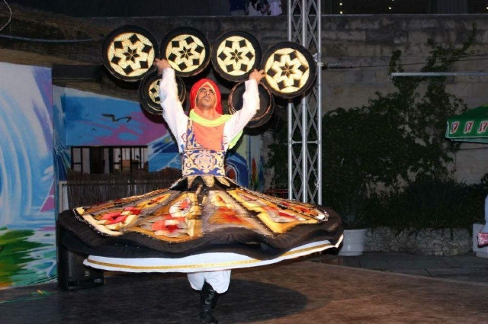 Можно заказать выступление танцора в стиле арабских дервишей.