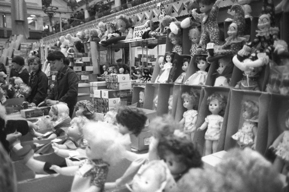 1981 год. Отдел игрушек московского универмага «Детский мир».