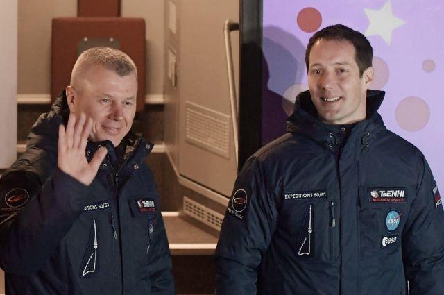 Космонавт Олег Новицкий и астронавт Тома Песке вернулись с МКС на Землю