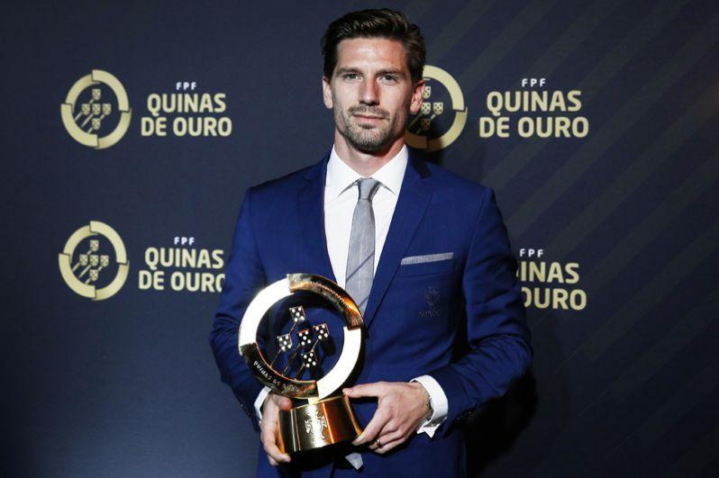 Адриен Силва, 28 лет, полузащитник клуба «Спортинг» и сборной Португалии — 25 млн евро.