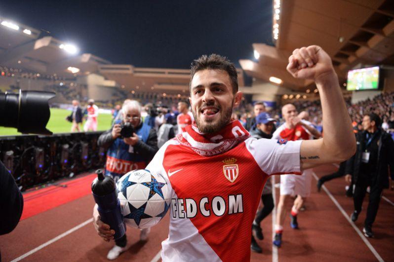 Бернарду Силва, 22 года, нападающий клуба «Манчестер Сити» и сборной Португалии — 40 млн евро.