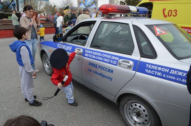 В Ноябрьске экстренные службы организовали выставку спецтехники.