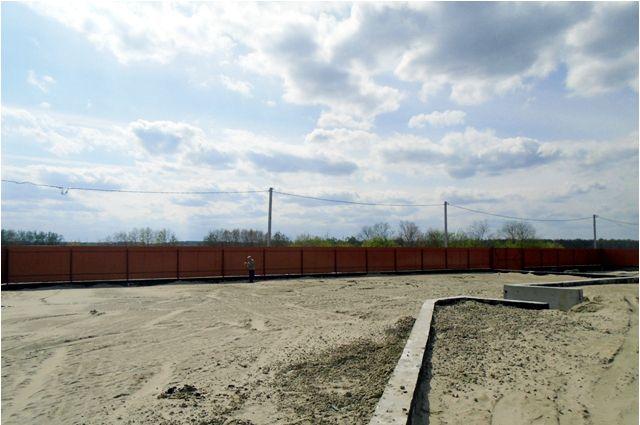На Верхнем Бору самовольно закрыли доступ к пляжу возле озера
