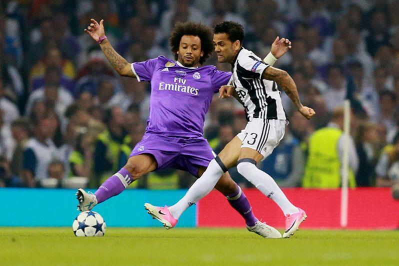 Игрок ФК «Реал Мадрид» Марсело и игрок ФК «Ювентус» Дани Алвес (справа).