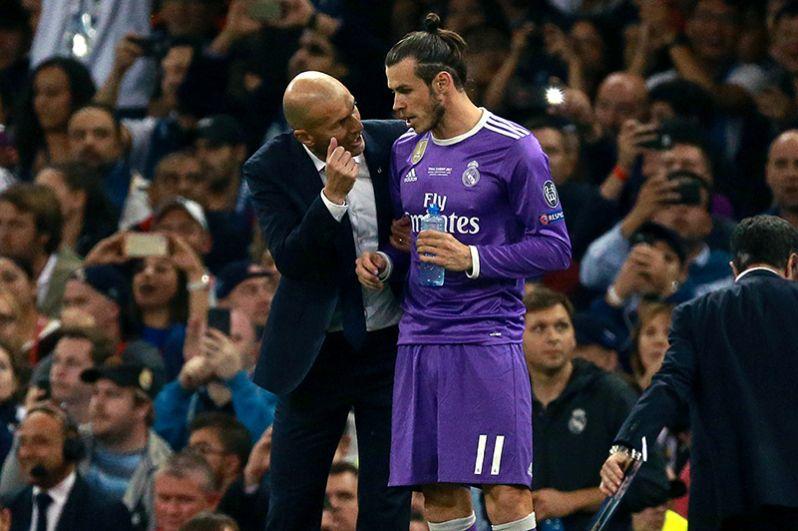 Главный тренер ФК «Реал Мадрид» Зинедин Зидан и игрок ФК «Реал Мадрид» Гарет Бэйл (справа).