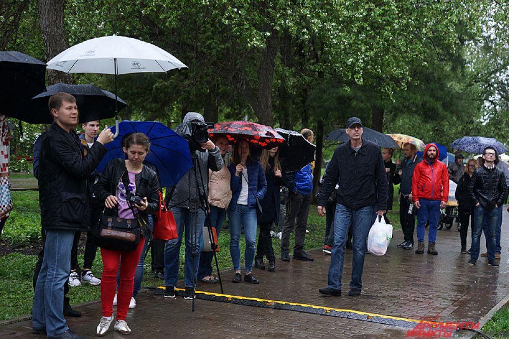 В этот день в городе установилась пасмурная погода. Однако дождь и ветер в этот день, как уверили организаторы, не испортили настроя пермякам.