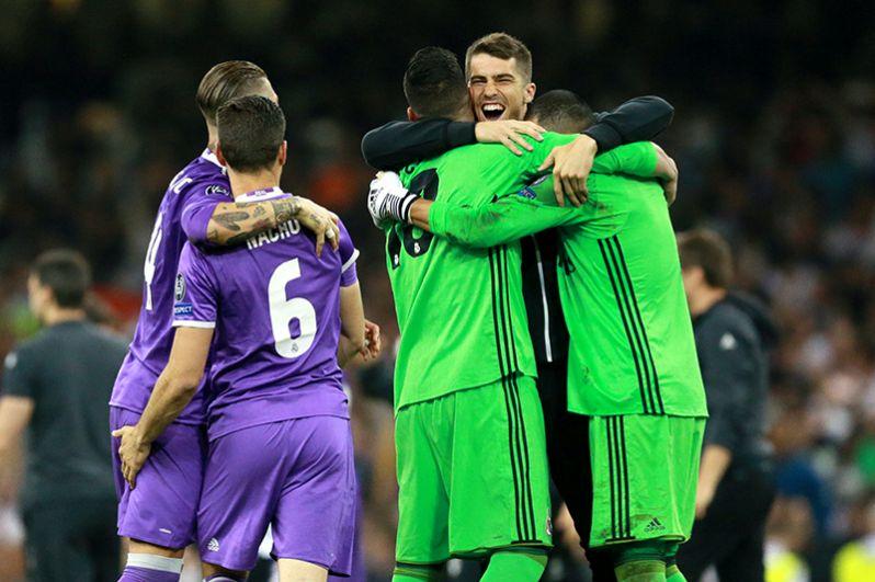 Игроки ФК «Реал Мадрид» радуются победе в финальном матче Лиги Чемпионов.