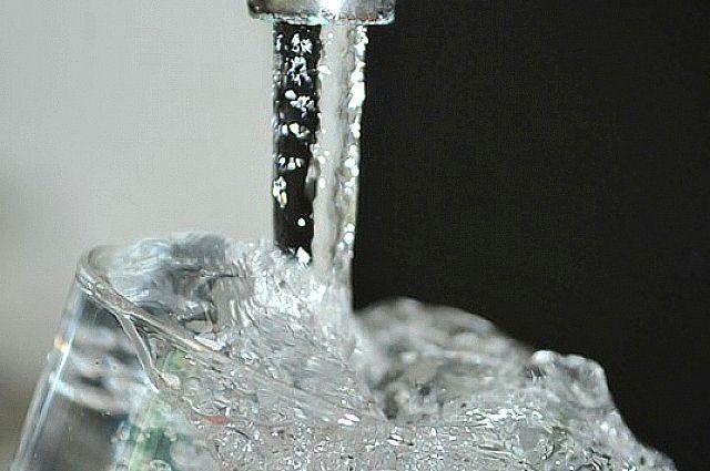 Теплая вода вместо горячей еще долго будет бежать из тобольских кранов