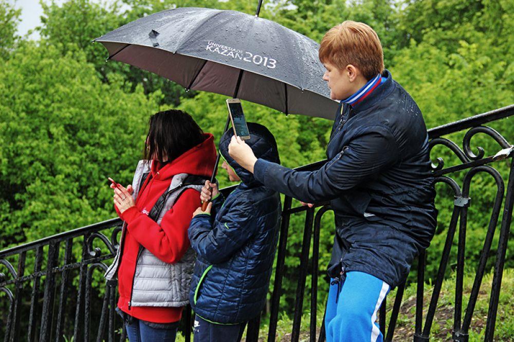 Дождь не испугал даже болельщиков