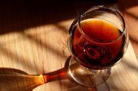 Тоболячке назначили 160 часов работ за сворованную бутылку дорогого коньяка