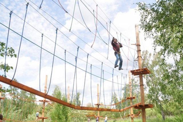 Ребенок упал свысоты вверевочном парке Алтая