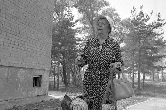 Татьяна Пельтцер в фильме «Руки вверх!», 1981 г.