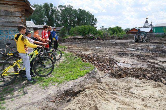 Строительство детской площадки в Белоярске