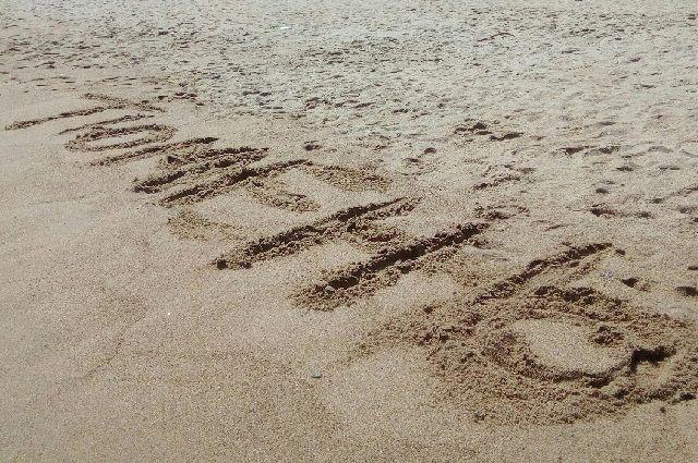 Тюменцев возмутили женщины, устроившие «пляж» прямо на детской площадке