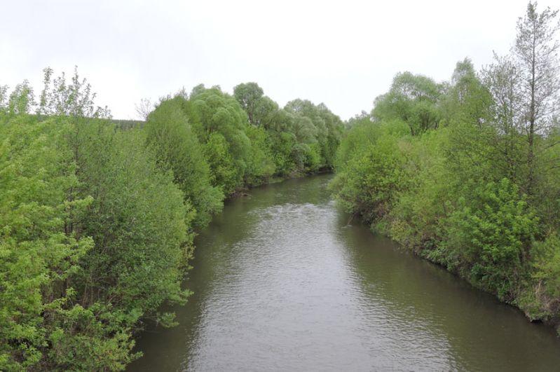 Река Якла. Течет неподалеку от села.