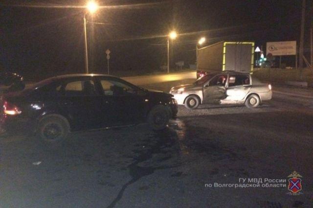 Две школьницы получили травмы встолкновении 2-х иномарок вВолгограде