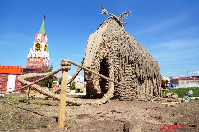 Скульптуры из природных материалов полюбились пермякам со времён фестиваля