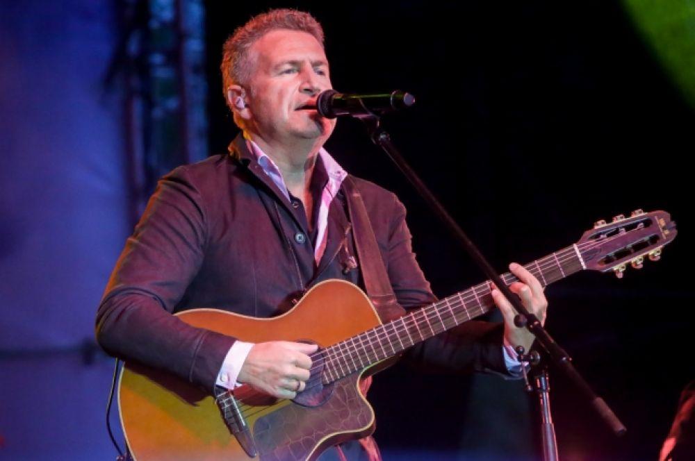Леонид Агутин спел свои популярные хиты.