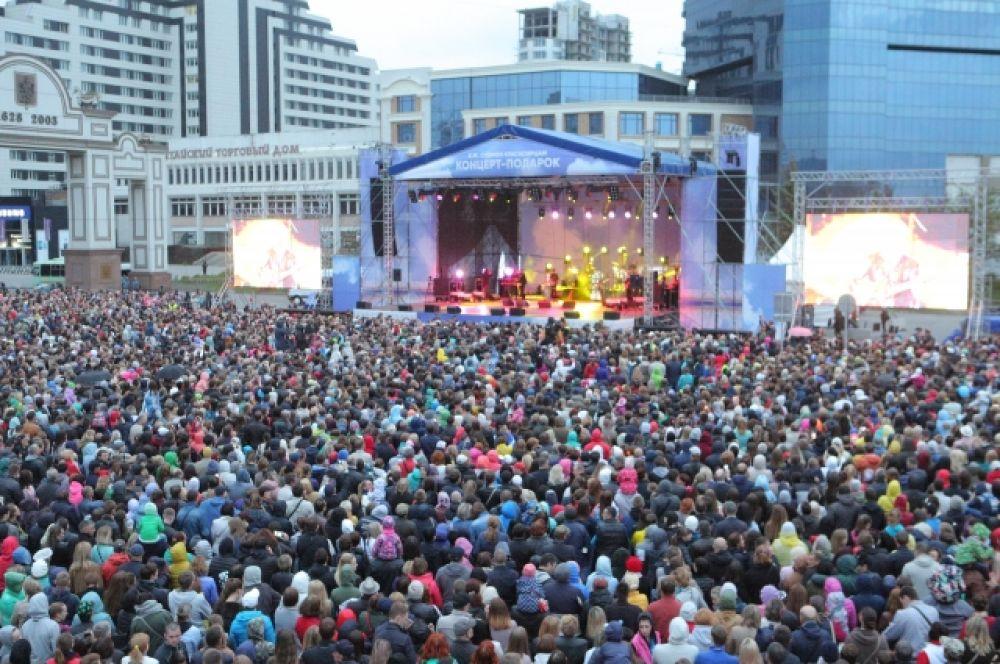 На концерт Агутина и Варум пришли 30 тысяч зрителей.