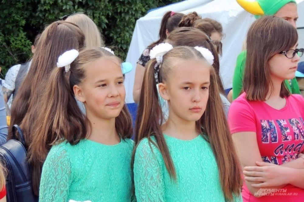 У близнецов может быть разное настроение.
