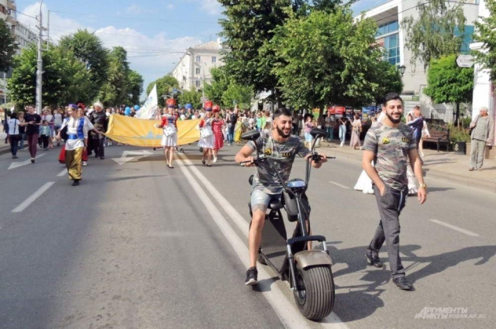 Братья Геворковы «командовали» парадом.