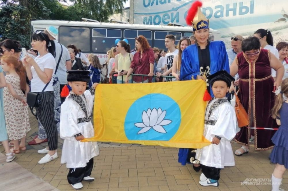 Чингиз и Басан Галанкиевы со своей мамой Марией приехали из Калмыкии.
