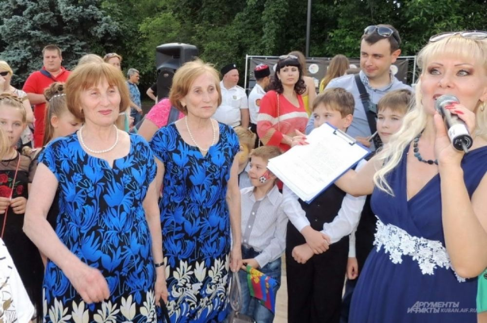Наталья и Татьяна были самыми взрослыми близнецами на фестивале.