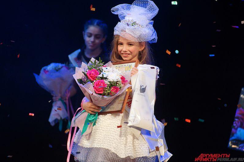Главный титул же взяла 8-летняя Арина Плесовских, которая представляла русскую национальную культуру.
