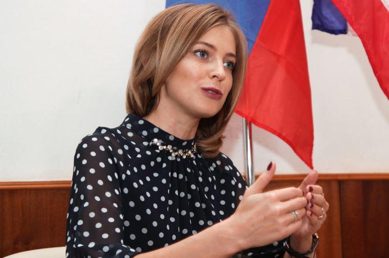 Прокурор Республики Крым Наталья Поклонская отвечает на вопросы журналистов в Симферополе. 2016 год.