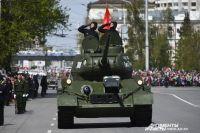 На параде 9 мая 2017 года легендарный танк Т-34 вели курсанты института.