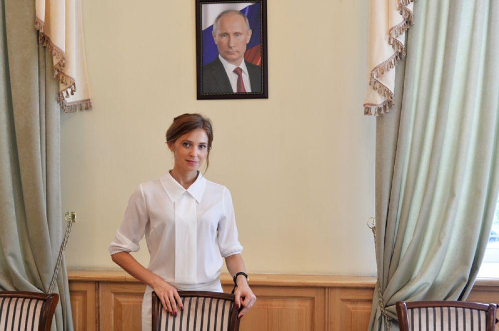 Прокурор Республики Крым Наталья Поклонская в рабочем кабинете в Крыму. 2016 год.