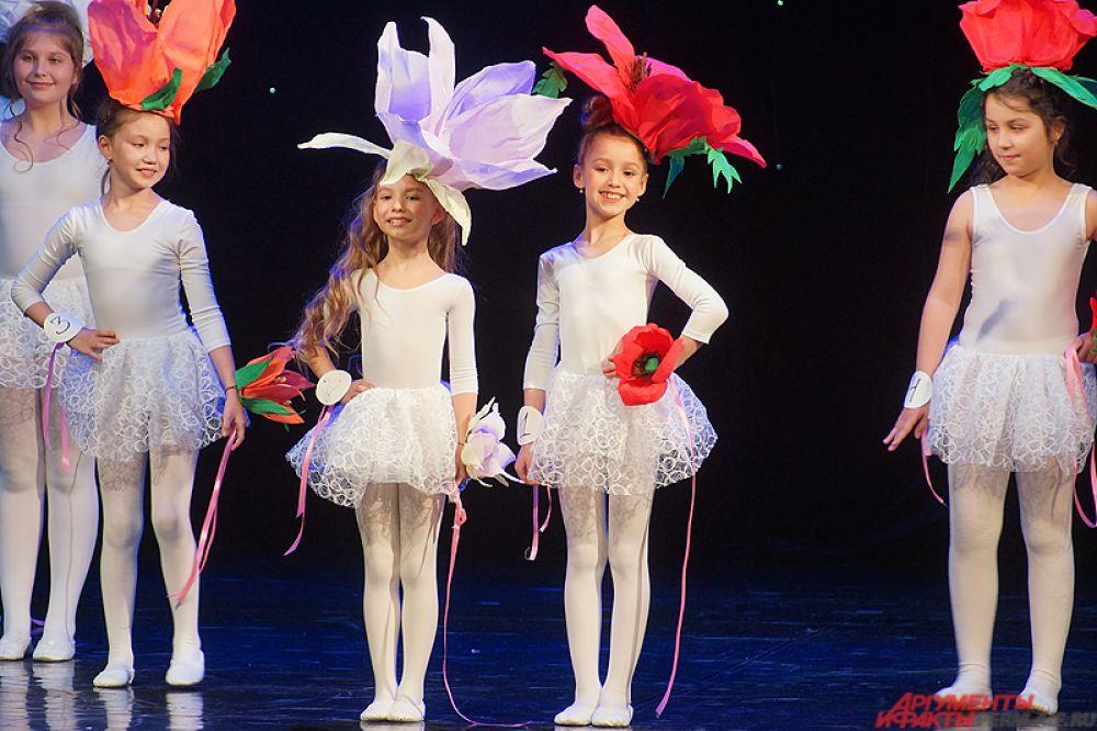 На конкурс заявилось восемь представительниц национальных общин в возрасте от 8 до 12 лет.
