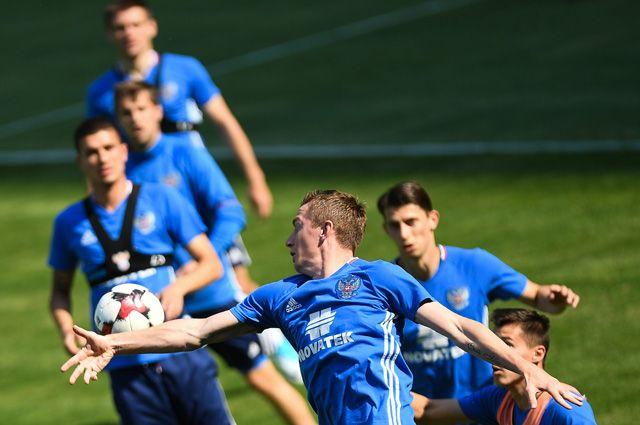 Тренировка команды в преддверии товарищеского матча по футболу между сборными России и Венгрии.