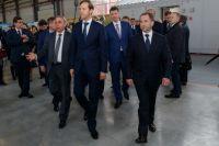 Во время визита федеральных гостей сопровождал Максим Решетников.