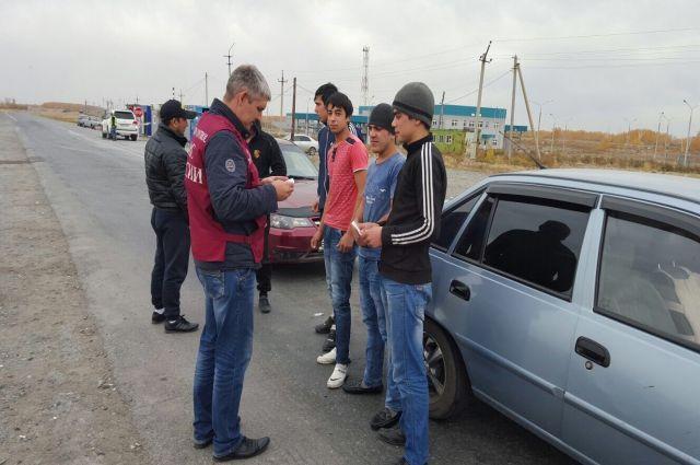 Гражданин Новосибирска получил срок за77 нелегалов вквартире