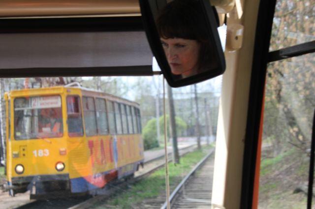 Профессия водителя трамвая считается женской.