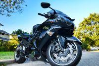 Мотоцикл Kawasaki столкнулся с легковым автомобилем, в результате мотоциклист погиб  на месте.