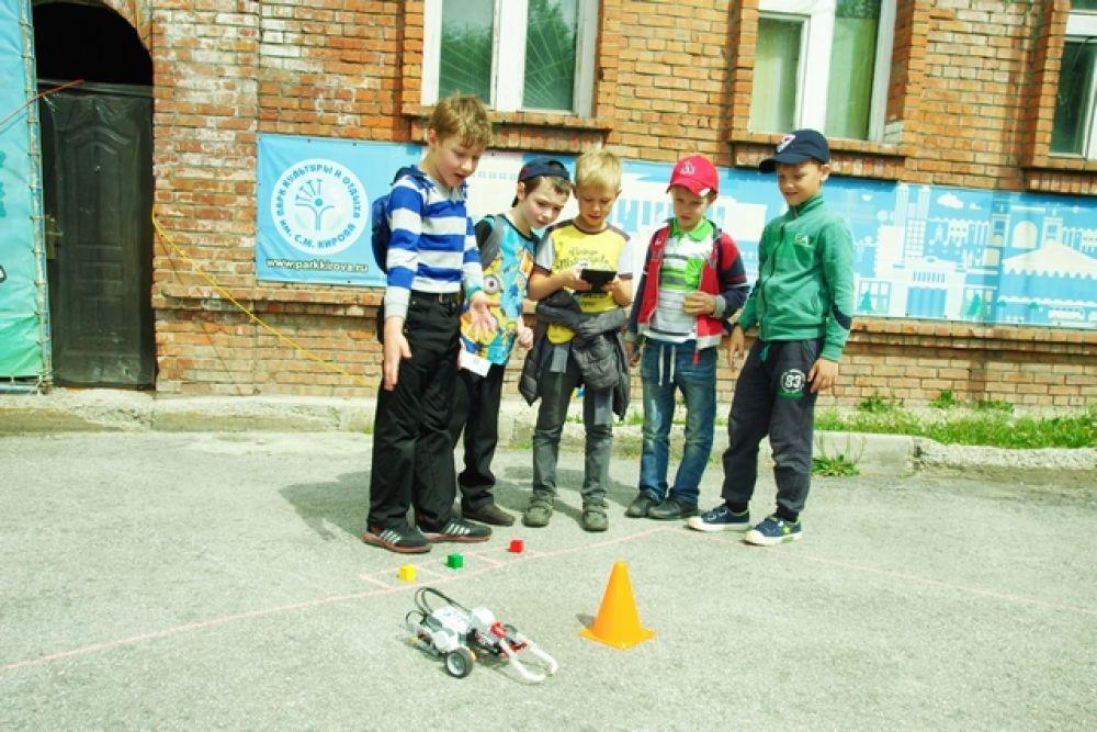 Крошечных роботов школьники сделали своими руками