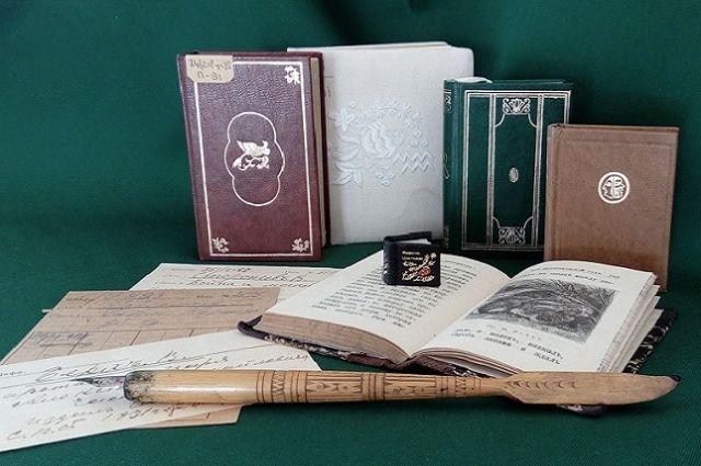 Выставка миниатюрных книг проходит в Иркутске.