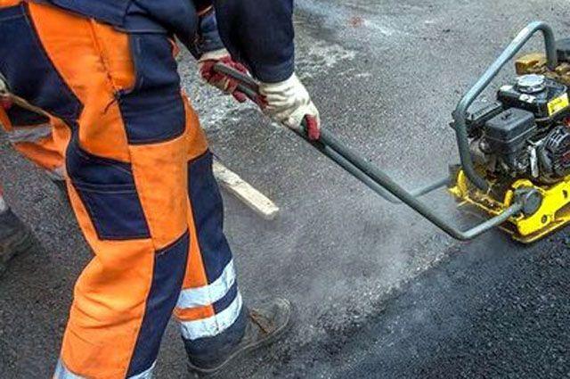 В Ноябрьске ремонт дорог начали с промышленной зоны.