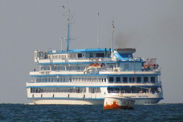 Прибывший в РФ с Украины круизный лайнер проверяют пограничники