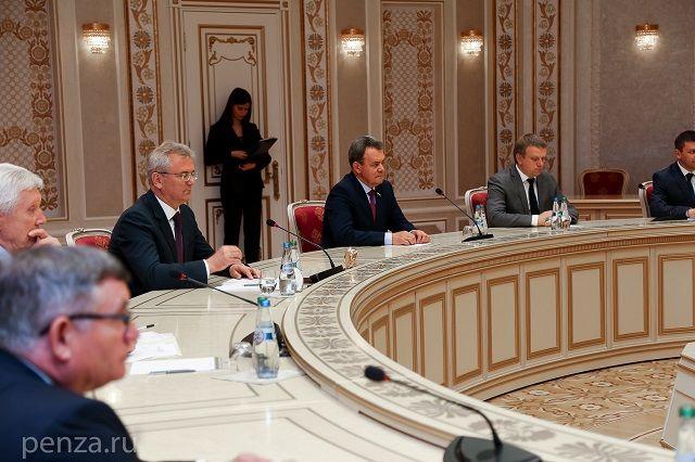 Глава Белоруссии принял пензенскую делегацию во Дворце независимости в Минске.
