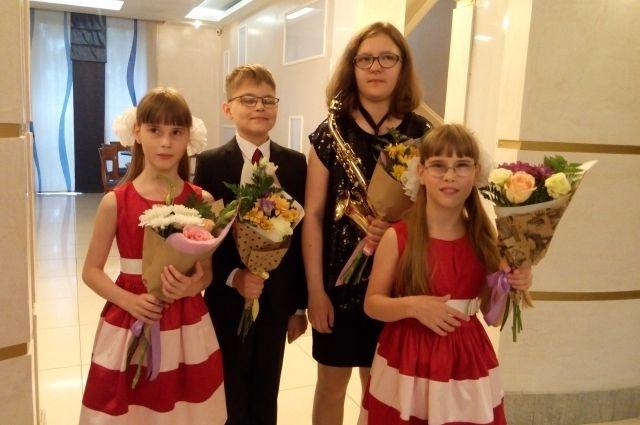 Из 400 лауреатов фестиваля «Надежда» четверо – ученики 20-й школы, подшефные ОАО «Кузбассэнергосбыт».